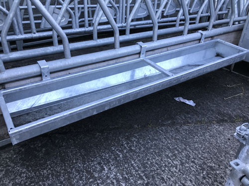 Cattle Feeding Barrier Trough